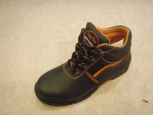 Genuine Leather Upper Lightweight PU Sole Oil Resistant Safety Shoes pictures & photos