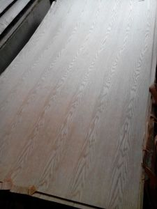 Veneered MDF in Natural Oak Veneer