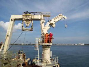 Hydraulic Knuckle Telescopic Boom Marine Crane Ship Deck Crane pictures & photos