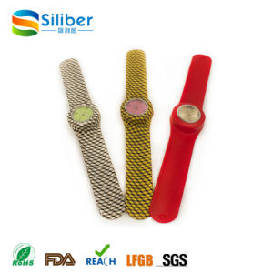 2017 Promotional Fashionable Kids Silicone Slap/Clap Band Watches pictures & photos