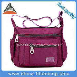 Outdoor Women′s Travel Nylon Leisure Messenger Shoulder Bag pictures & photos