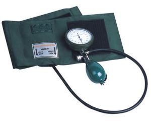 Hospital Palm Type Aneroid Sphygmomanometer pictures & photos