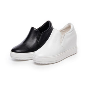 2017 New Fashion White Leather Shoes Women Sneaker Style No.: Casual Shoes pictures & photos
