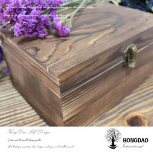 Hongdao Burned Color Wooden Box with Hinges and Lock pictures & photos