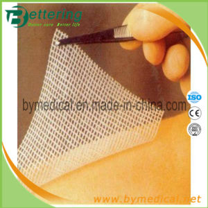 Sterile Abosrbent Non-Woven Paraffin Gauze Dressing pictures & photos