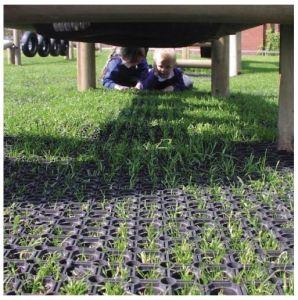 Grass Gateway Drainage Rubber Mat, Soccer Sport Field Rubber Flooring pictures & photos