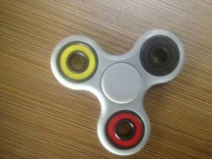 Hand Spinner Fidget Toy Tri Spinner Fidget with High Speed Full or Hybird Ceramic Bearing 608 608RS pictures & photos