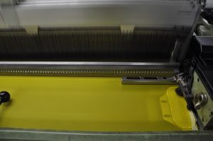 Dpp180t-27um Monofilament Polyester Screen Printing Mesh Yellow Color Twilled pictures & photos
