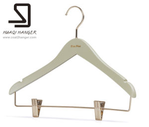 Wooden Clothes Hanger of Bar with Clips, Huaqi Garment Hanger pictures & photos