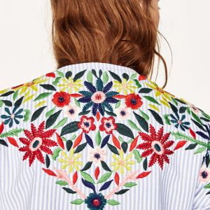 Ladies Fashion Flower Embroidery Flare Sleeve Blouse pictures & photos