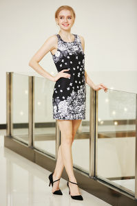 Sleeveless Ponte Shift Dress with Digital Placement Print in Strong Visual Flower Pattern pictures & photos