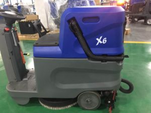 CE Approved Ride on Floor Scrubber Machine pictures & photos