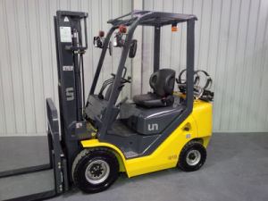 Un LPG Forklift with Container Mast and Side Shift (FGL18T) pictures & photos