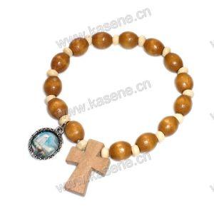 Ellipse Wood Beads Elastic Bracelet with Wood Cross Metal Medal pictures & photos