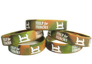 Promotional Multi Color Mixed Camouflage Swirl Logo Debossed Silicone Wristbands pictures & photos