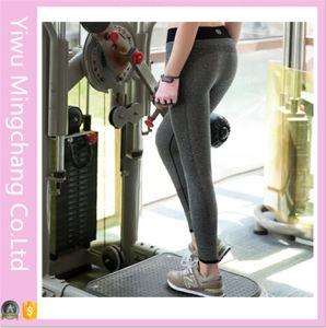 2016 Hot Sale Cheap Women Capri Yoga Sport Pants (14241-1) pictures & photos