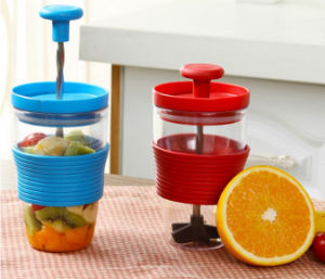 Fruit Bottle Mixing Cup with Squeezer Smoothie Maker Bottle pictures & photos