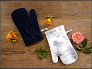Cotton Microwave Oven Mitt for Kitchen Cooking pictures & photos
