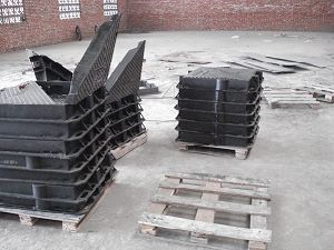 Four Triangle Covers Ductile Iron Manhole pictures & photos