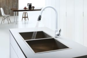 Single Handle White Finished Pull out Kitchen Faucet pictures & photos