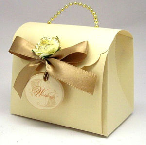 Golden Specialty Paper Wedding Bag with Bead Chain Handle (PB-012) pictures & photos