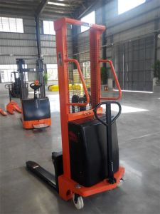 Factory CE Certificate 1.5 Ton Semi Electric Stacker (CTD15) pictures & photos