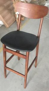Modern Cafe Furniture Black PU Leather and Wood Legs High Bar Chairs for Sale pictures & photos
