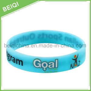2017 Fashionable Glow Silicon Wristband / Luminous Bracelet pictures & photos