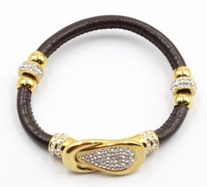 Black Gunine Leather Bracelet with Gold Stainless Steel Charm and Clasp pictures & photos