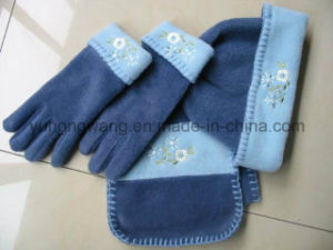 Hot Selling Winter Warm Knitting Lady Polar Fleece Set pictures & photos