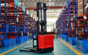 Electric Stacker 1.5t with Adjustable Wide Legs pictures & photos