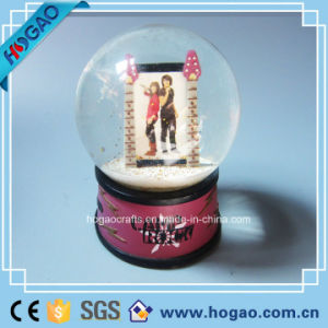 Polyresin Glass Ball Photo Snow Globe pictures & photos