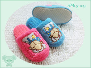 Lovely Children Plush Indoor Cute Warm Slipper pictures & photos