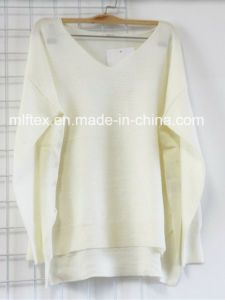 V Neck White Velvet Sweater for Women pictures & photos
