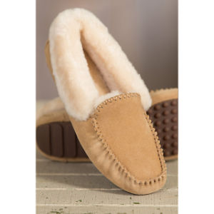 Women′s Suede Shearling-Lined Sheepskin Moccasin Slippers pictures & photos