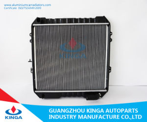 Aluminum Auto Radiator for Toyota Hilux Vehicle Year 88-93 pictures & photos