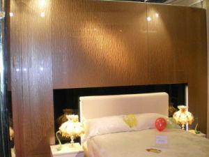 Phantom 3D Art Glass in Bedroom (Gold Tree)