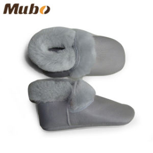 Cute Waterproof Winter Sheepskin Baby Shoes with Soft Leather Sole pictures & photos