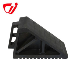 High Quality Durable Black Protective Recycled Rubber Wheel Chock pictures & photos