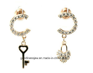 Different Design and Europe and The United States Special Key Heart Earrings Nightclub Exaggerated Palace Retro Personality Baroque Earrings Women E6347 pictures & photos