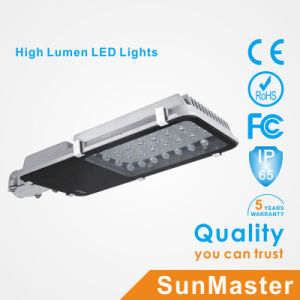 30W CE RoHS Soncap SABS High Quality Solar LED Street Light pictures & photos
