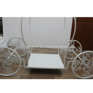 New Arrival Cinderella Carriage Metal Cake Stand Wedding Decoration pictures & photos