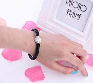 Fashion Rhinestone Diamond Braided Leather Bracelet Jewelry pictures & photos