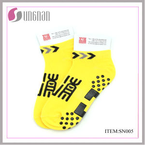 Small MOQ Custom Design Cotton, Polyester Trampoline Socks, Yoga Socks pictures & photos