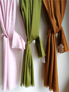 Cashmere Brushed Thin Shawls Xc09149A pictures & photos