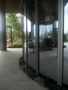 Movable Arc Glass Wall for Hotel pictures & photos