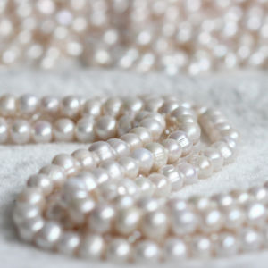 11-12mm 3mm Big Hole Nearly Round Freshwater Pearl Strand E180009 pictures & photos