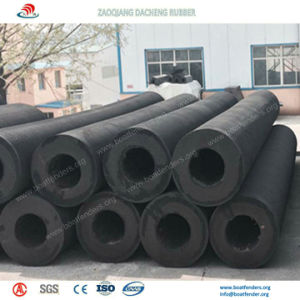 Standard and Customized Cylindrical Rubber Fenders on Sea Port pictures & photos