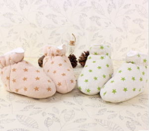 Warm Soft Organic Cotton Baby Shoes with Fancy Design pictures & photos