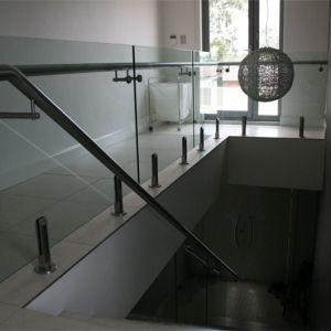 Toughened Glass Balustrade Frameless Glass Balcony Railing (HR1300V-10) pictures & photos